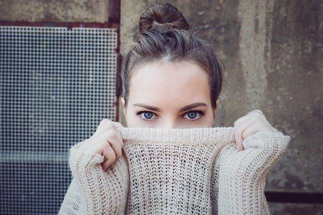 眉毛を茶色