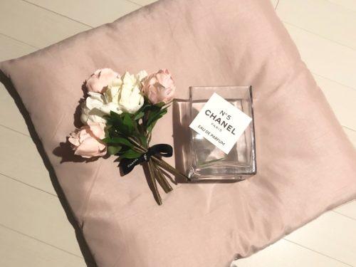 ③花瓶に花を生けてロゴを付ける