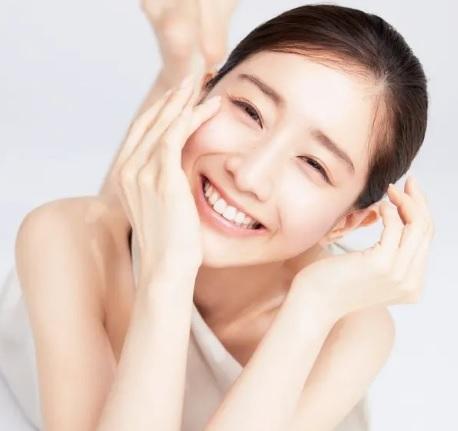 【ツヤ肌のコツ】田中みな実さんのツヤ肌を作る方法を解説