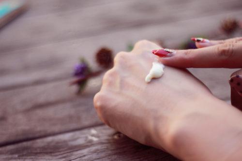 副腎皮質ホルモン軟膏と併用してはいけない理由 【オパール美容液は危険?】